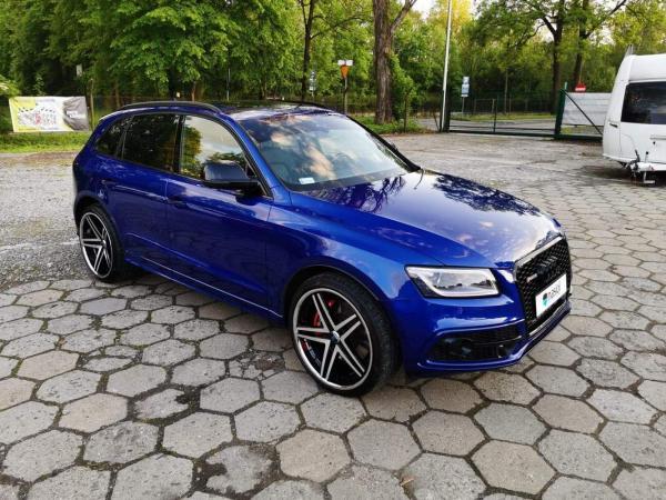 niebieski samochód 2