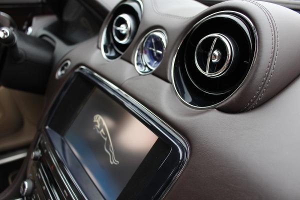 wnętrze samochodu 1