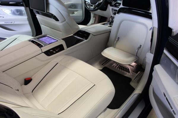 wnętrze samochodu 3